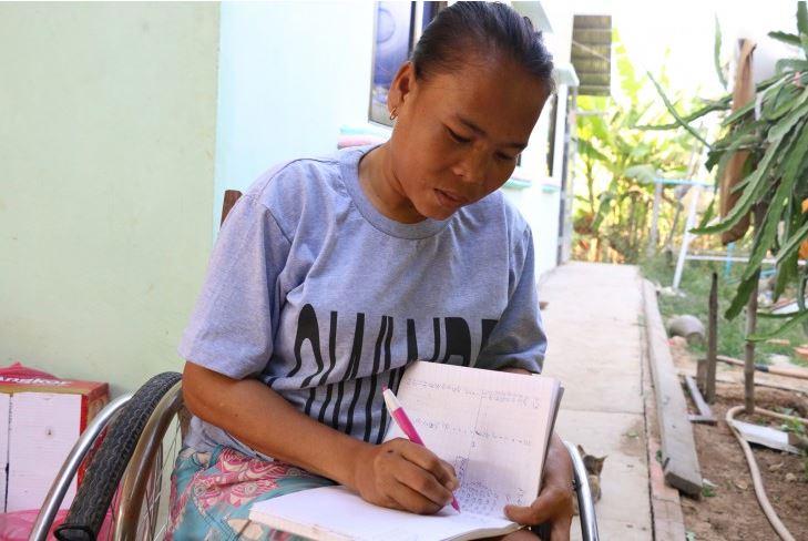 เลียม โซพารา หนึ่งในสมาชิกทีมบาสเก็ตบอลหญิงของกัมพูชาฝันที่จะมีธุรกิจเล็กๆของตัวเอง เธอสมัครเข้าโครงการเพื่อทำฟาร์มเห็ด