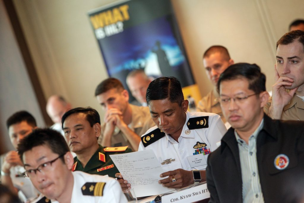 ผู้เข้าร่วมการประชุมจาก 14 ประเทศเข้าร่วมการประชุมระดับภูมิภาคส่งเสริมความเข้าใจเกี่ยวกับกฎหมายมนุษยธรรมระหว่างประเทศกับการทำสงครามทางทะเล ซึ่งจัดขึ้นระหว่างวันที่ 27-30 เมษายน 2558