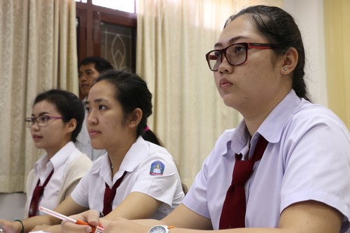 นักศึกษาเข้าร่วมฟังการบรรยายเกี่ยวกับกฎหมายมนุษยธรรมระหว่างประเทศ