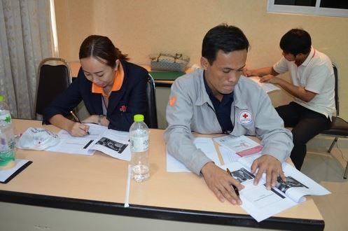 ผู้เข้าร่วมการฝึกอบรมทำกิจกรรมที่ได้รับมอบหมาย-ขอบขอบคุณกาชาดไทย