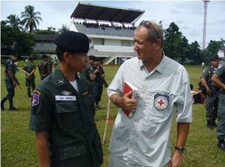 เซดริกกับเจ้าหน้าที่ในภาคเหนือของไทย