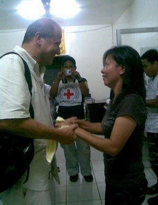 เมษายน 2552 เจ้าหน้าที่ไอซีอาร์ซี มารี จีน ลาคาบา ได้รับการปล่อยตัวและเดินทางถึงเมืองซัมโบอังกา มินดาเนา หลังจากถูกจับเป็นตัวประกันกว่าสามเดือน โดยกลุ่มอาบู ซายาฟ ที่เกาะซูลู อีกหลายสัปดาห์ต่อมาเพื่อนร่วมงานอีกคน คือ อันเดรียส นอตเตอร์ ก็ได้รับการปล่อยตัว ขณะที่ยูเจนิโอ วากนี ไ้ดรับการปล่อยตัวสามเดือนหลังจากนั้น