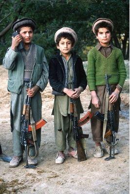 กลุ่มทหารเด็กที่เทือกเขาอันดารับ อัฟกานิสถาน ปี 1990