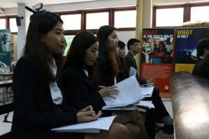 มนัชญาขณะเข้าร่วมการแข่งขันศาลจำลองในกฎหมายมนุษยธรรมระหว่างประเทศ (รอบคัดเลือก) ครั้งที่ 1 เมื่อเดือนพฤศจิกายน 2558