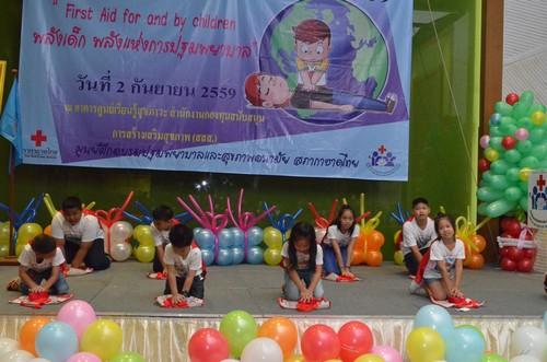 เด็กๆขึ้นเวทีแสดงพลังการช่วยฟื้นคืนชีพหรือ CPR