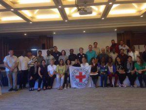 ผู้เข้าร่วมการอบรม First Aid and Pre-hospital emergency care workshop ซึ่งจัดขึ้นที่นครเจนีวา ประเทศสวิตเซอร์แลนด์ถ่ายภาพหมู่ร่วมกัน