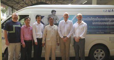 รถตู้ช่วยเหลือผู้พิการคันแรกของกัมพูชา