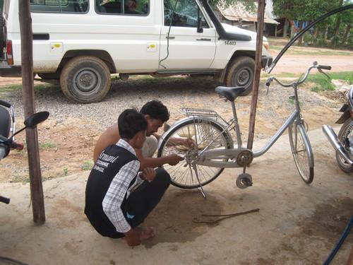 ร้านซ่อมมอเตอร์ไซค์และจักรยาน