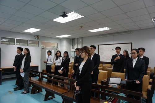 บรรยากาศภายในห้องแข่งขันศาลจำลองฯ ที่อาคารคณะนิติศาสตร์ มหาวิทยาลัยธรรมศาสตร์ ศูนย์รังสิต