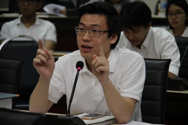 ผู้เข้าร่วมฟังการบรรยายตั้งคำถามเกี่ยวกับกฎหมายมนุษยธรรมระหว่างประเทศ
